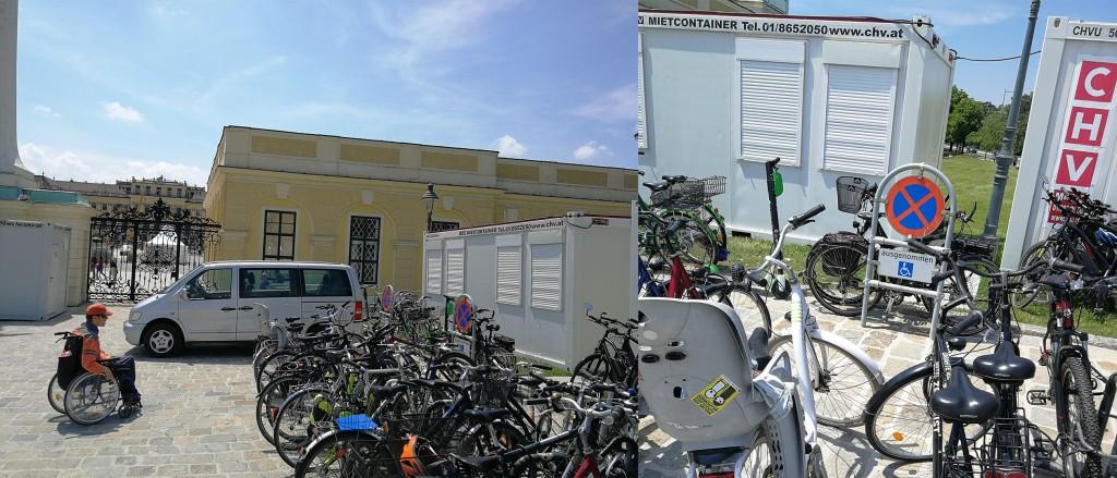 Vor dem Haupteingang von Schloss Schönbrunn sieht man einen Behindertenparkplatz der von lauter Fahrrädern benützt wird.