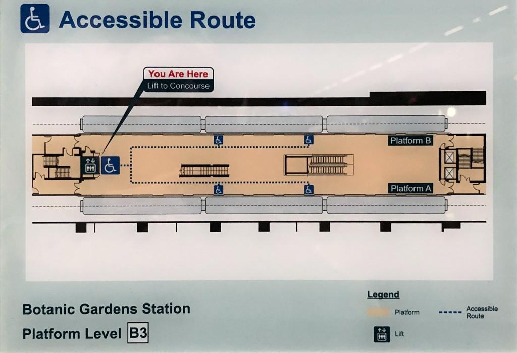 Lageplan zeigt Weg zu Rollstuhlplätzen in Singapurs U-Bahn.