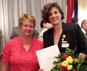Margit Straka gratuliert Katrin Neudolt zum Wiener Sportpreis 2019