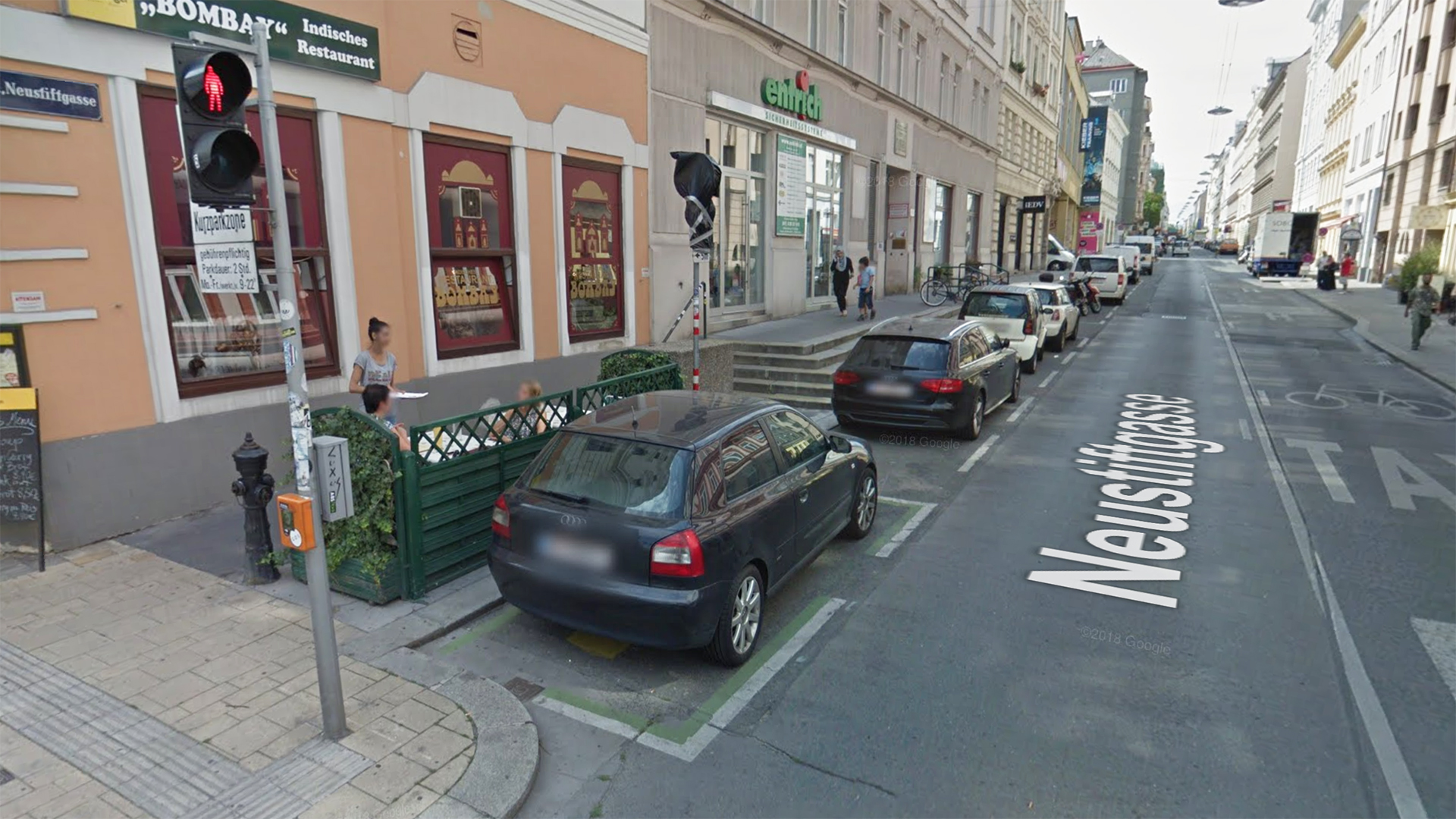 Fußgängerweg in der Neustiftgasse 67-71 in Wien - mit Stufen