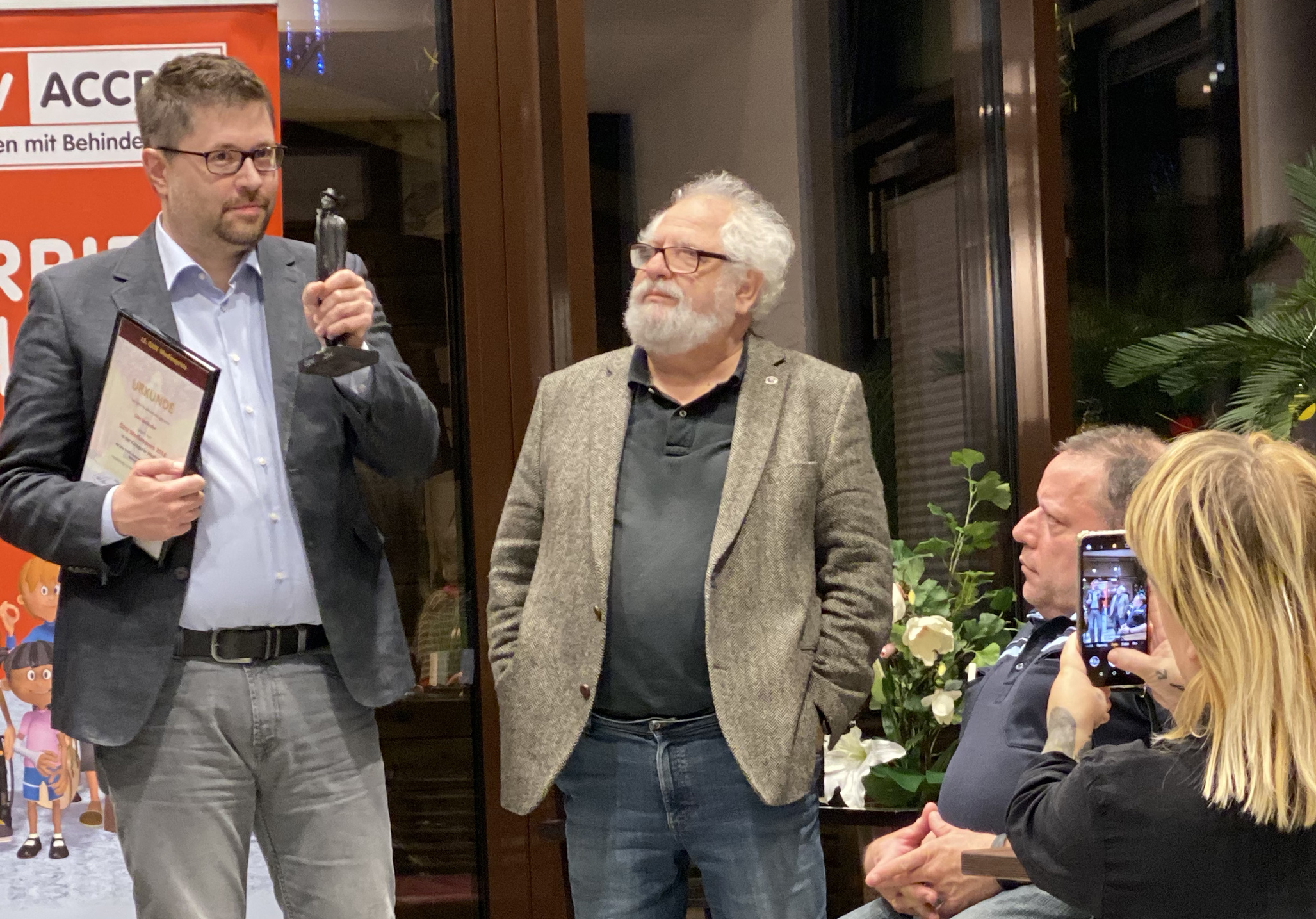 Udo Seelhofer übernimmt Preis