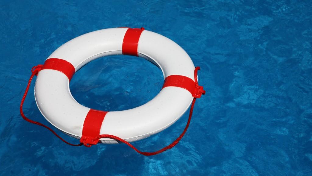 Rettungsreifen in Schwimmbad