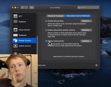 Ein Screenshot zeigt einen englischsprachigen Ausschnitt der macOS Bedienungshilfen bei dem der Punkt enable head pointer aktiviert wurde. Links unten ein Kamerabild von Christiopher Hills