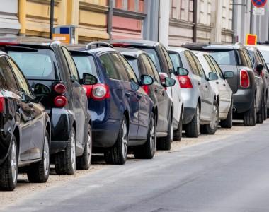 Viele Auto in einer Straße