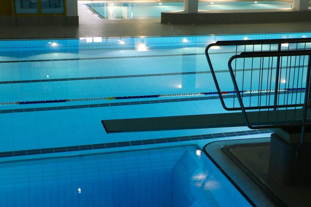 Becken im Schwimmbad