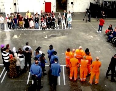 Szene aus dem Video: Das Experiment