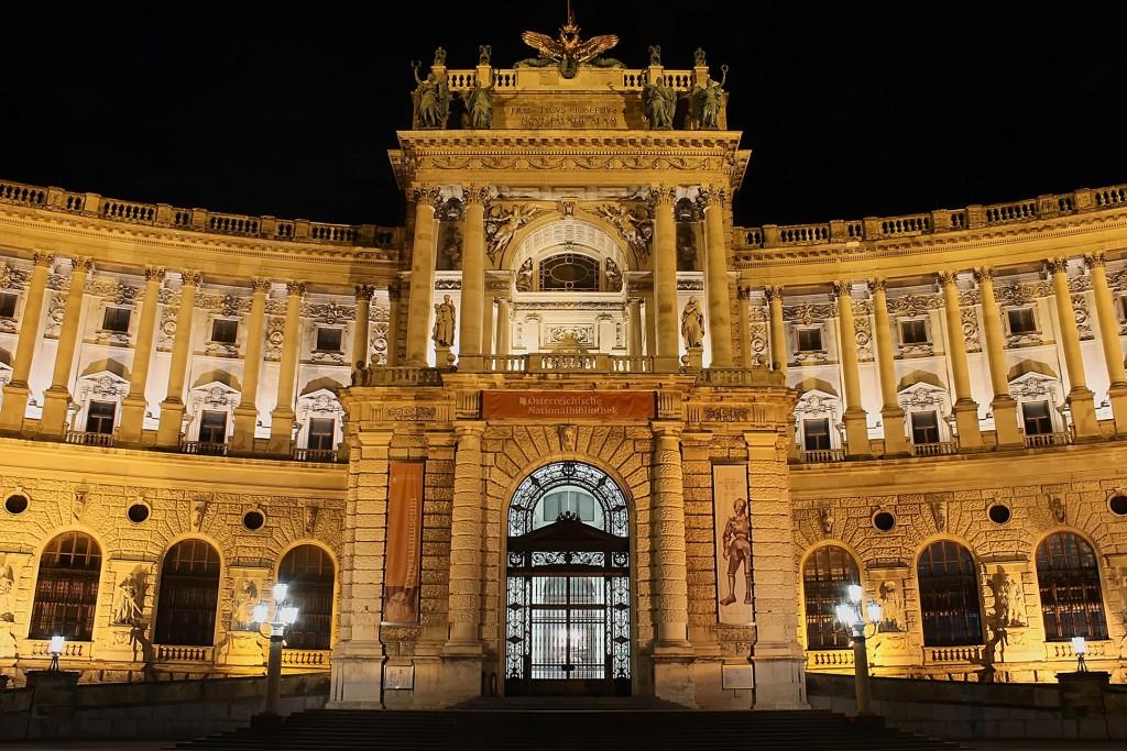 Bild bei Nacht der Österreichischen Nationalbibliothek