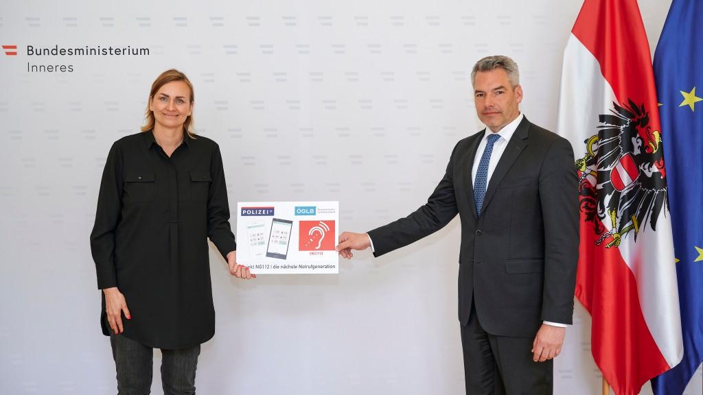 Helene Jarmer und Karl Nehammer präsentieren ELKOS