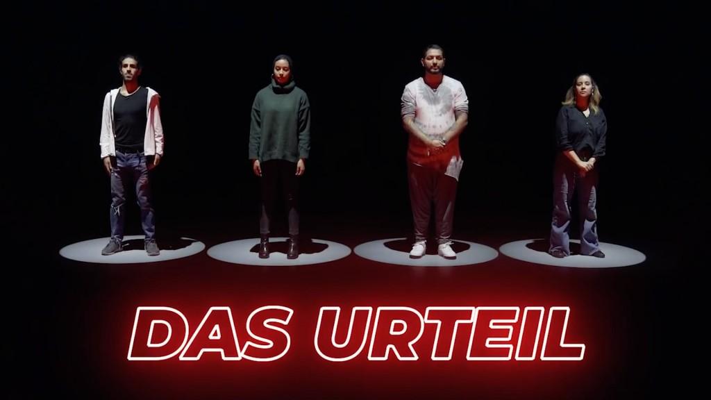 Screenshot mit vier Personen aus dem Video: Das Urteil