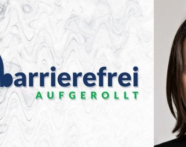 Die linken 2 Drittel sind das Logo von barrierefrei aufgerollt, ein Kopfhörer der auf einem Lautsprecher sitzt und das b geht über zu barrierefrei aufgerollt. Das rechte Drittel zeigt ein Portraitfoto von Wolfgang Salcher.