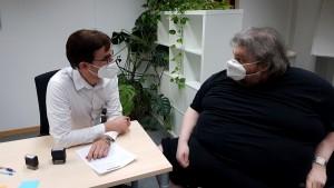 Arzt für Aufklärungsgespräch vor der Impfung
