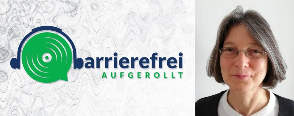 Die linken 2 Drittel sind das Logo von barrierefrei aufgerollt, ein Kopfhörer der auf einem Lautsprecher sitzt und das b geht über zu barrierefrei aufgerollt. Das rechte Drittel zeigt ein Portraitfoto von Petra Derler.