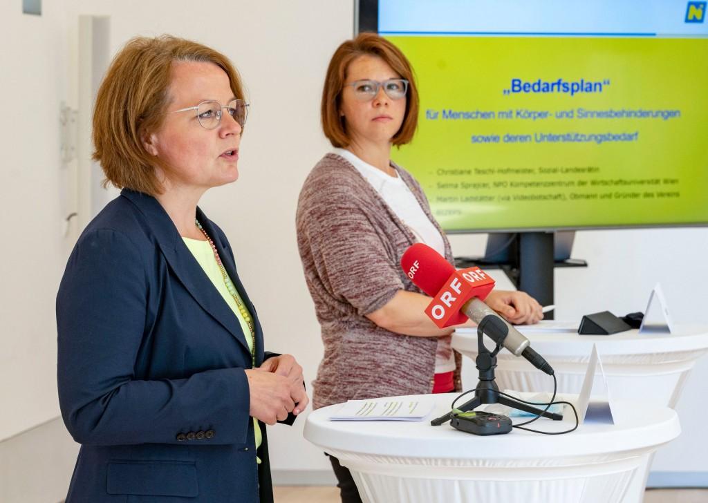 Sozial-Landesrätin Christiane Teschl-Hofmeister und Selma Sprajcer vom NPO-Kompetenzzentrum der Wirtschaftsuniversität Wien