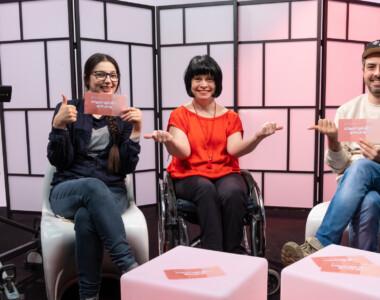Antina Zlatkova, Ivana Veznikova und Thomas Lindermayer (v.l.n.r.) widmen sie sich in ihrer OKTO-Reihe Perspektivenwechsel mit viel Herzblut den Themen Inklusion und Barrierefreiheit