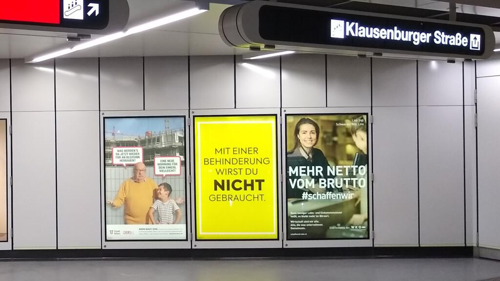 U-Bahnstation mit Werbeplakat mit Aufdruck: Mit einer Behinderung wirst du nicht gebraucht.